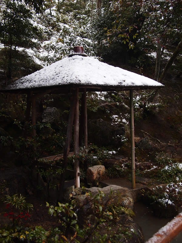 京都 金閣寺の雪化粧(Covered with snow of Kinkakuji temple in Kyoto,Japan)